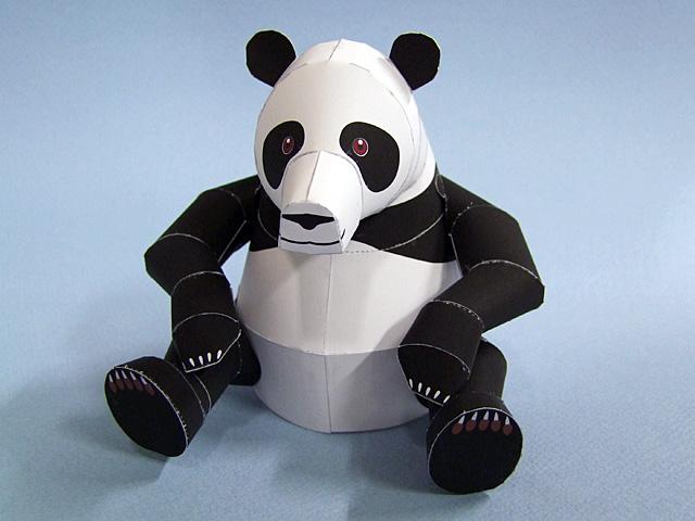 Papercraft imprimible y armable de un Oso Panda. Manualidades a Raudales.